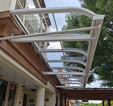 We use Heavy-Duty Impact-Resistant Solid Polycarbonate Glazing